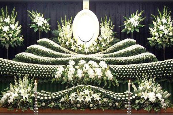 写真:社葬祭壇