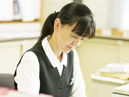 写真:事務 多田