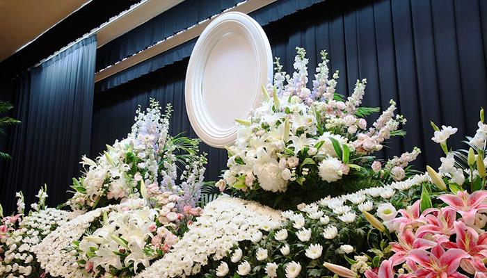 写真:あおやぎの「生花祭壇」