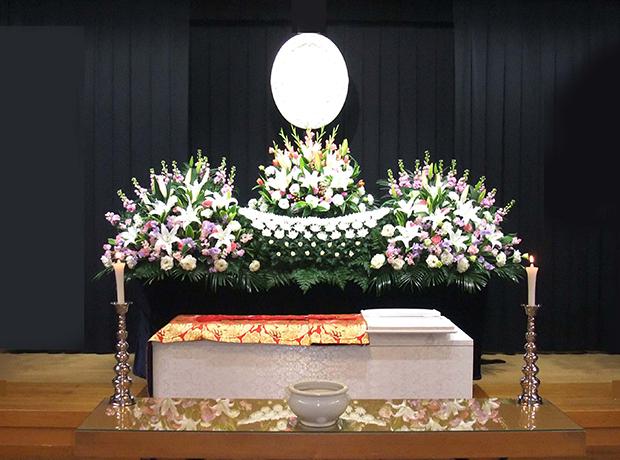 写真:生花祭壇1