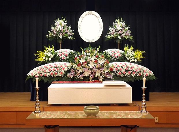 写真:生花祭壇2
