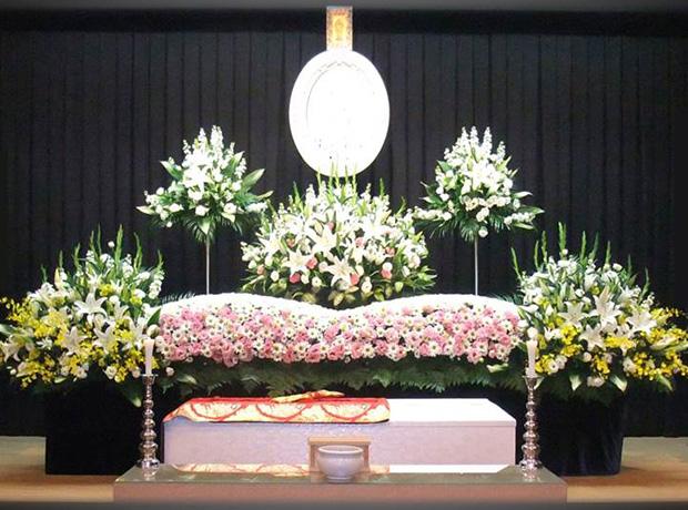 写真:生花祭壇4