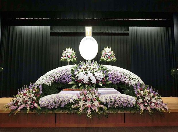 写真:生花祭壇8
