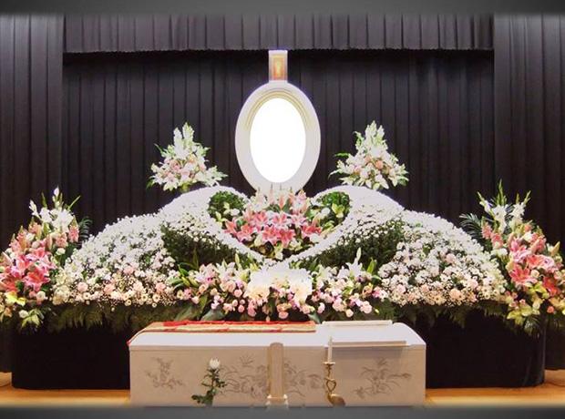 写真:生花祭壇6