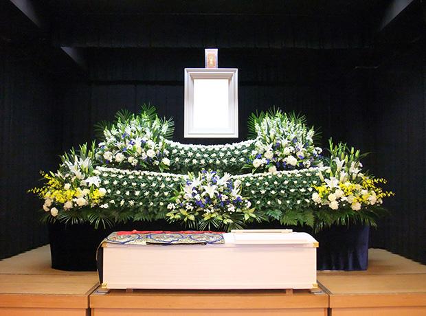 写真:生花祭壇3